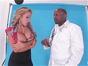 Nikki Sexx sneaks backstage and gets a huge dark-hued man meat