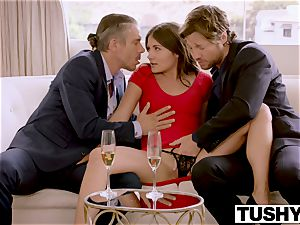 TUSHY nubile Has warm double penetration At Work