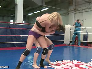 Mandy Dee had a cat struggle with a mischievous slut