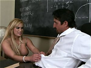 schlongs blowing Shyla Stylez crunches a enormous fat hard beef whistle with sensation