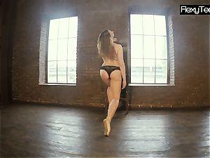 round pallid gymnast Rita