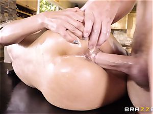 Tia Cyrus toyed with under the table