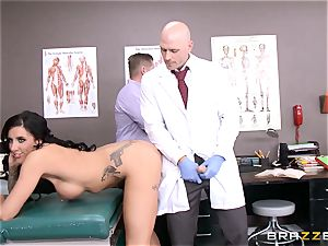 Austin Lynn penetrates the medic in front of her man