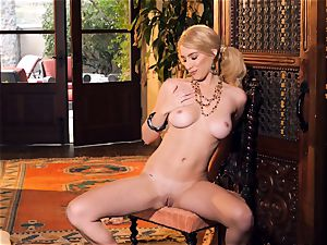 slender blondie Penelope Lynn stool solo getting off