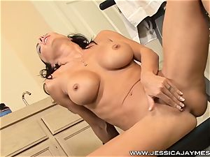 Gym jerking sweetheart Jessica Jaymes