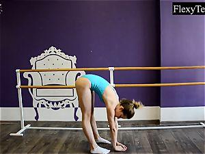 Fiatal nymph ballerina