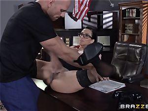 Warden Ariella Ferrera ravages her favourite prisoner