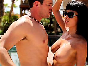 Anissa Kate unclothe her swimsuit to smash poolside